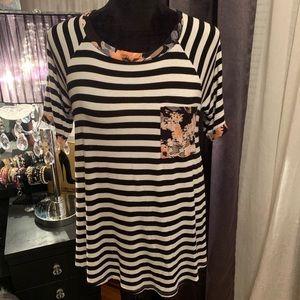 Black & White /Floral Print Short Sleeve Top